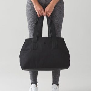 Lulu lemon duffel bag